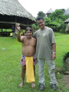 Zielarz Embera zna lekarstwa na różne schorzenia.
