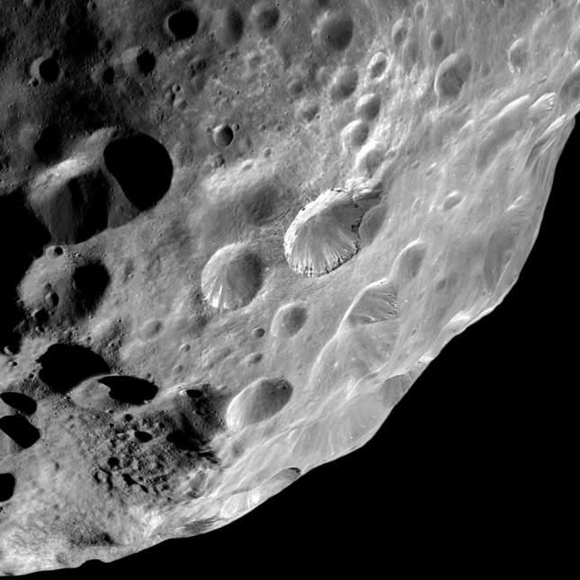 Metoda mikroskopowa pozwala dostrzec szczegóły podobnie jak przez teleskop poznajemy powierzchnię księżyca.